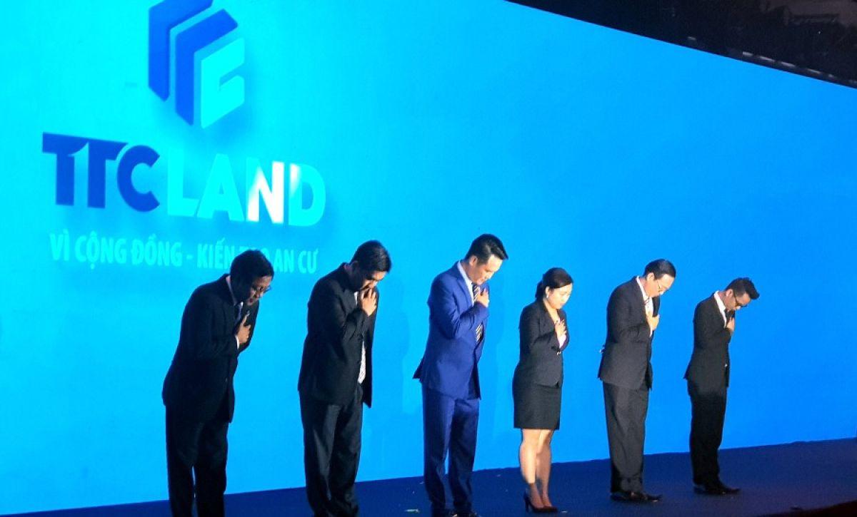 Ra mắt thương hiệu TTC Land, cả công ty cúi đầu cam kết với khách hàng