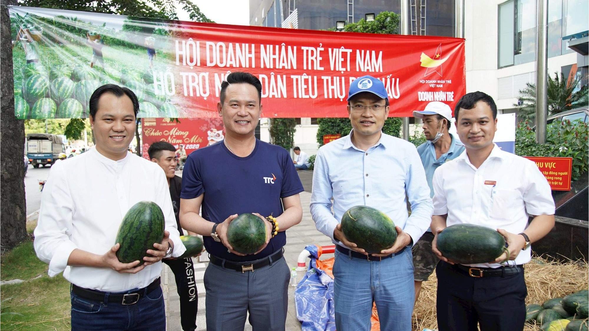 Hội doanh nhân trẻ Việt Nam và Cán bộ nhân viên TTC hỗ trợ tiêu thụ nông sản