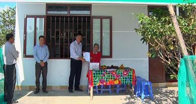 Công ty TNHH Một thành viên Đường Biên Hòa-Ninh Hoà bàn giao nhà đại đoàn kết cho hộ nghèo