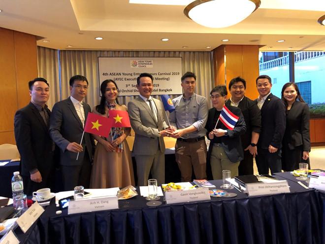 Hội Doanh nhân trẻ Việt Nam nhận chuyển giao chức Chủ tịch Hội doanh nhân trẻ ASEAN năm 2020